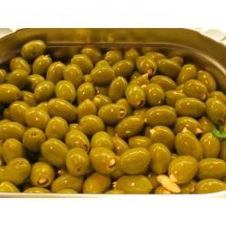 Oliven grün gefüllt mit...